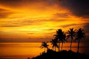 Der Seminyak Beach wenn die Sonne im Meer versinkt