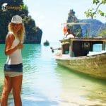 Caro auf Tour mit dem Longtailboot