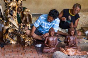 Holzkunst in Ubud