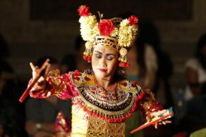 Traditionelle Tänze am Puri Saren in Ubud