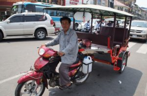 Beliebt bei Backpackern in Kambodscha: Das Tuk Tuk