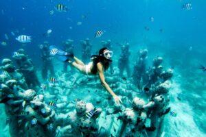 Die Unterwasserstatuten bei den Gili Inseln
