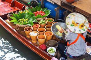 Auf dem Wassermarkt kostet das Essen nicht viel